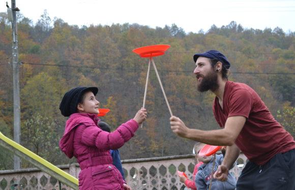 Școala de circ Alandala Circus Project - farfurie